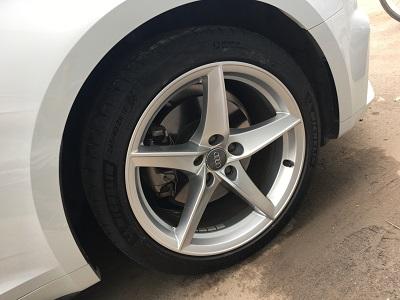 奥迪A5汽车轮毂剐蹭修复后