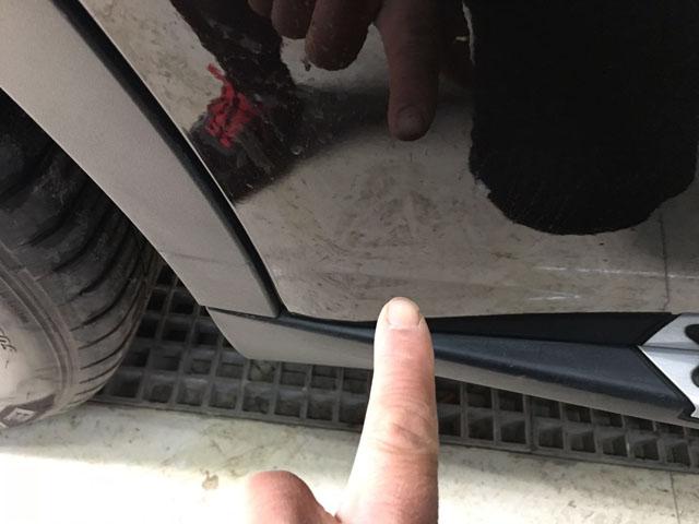 车门凹痕无损伤修复前
