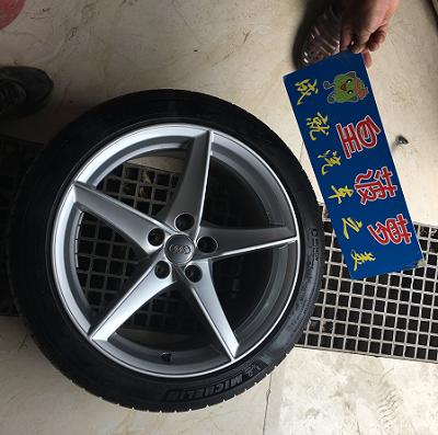 奥迪A5汽车轮毂剐蹭修复前